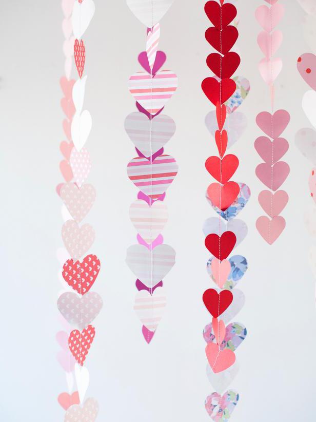 Гирлянда из бумажных сердечек своими руками