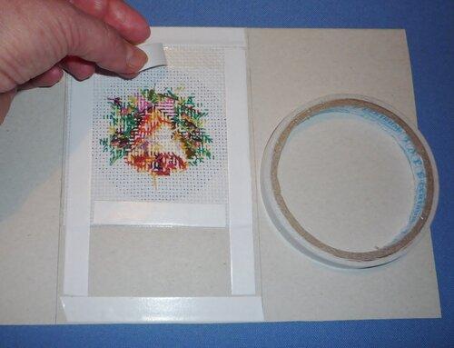 Оформление вышивки без рамки. как оформить вышивку в рамку: своими руками или в багетной мастерской? способ натягивания вышивки с помощью двустороннего скотча