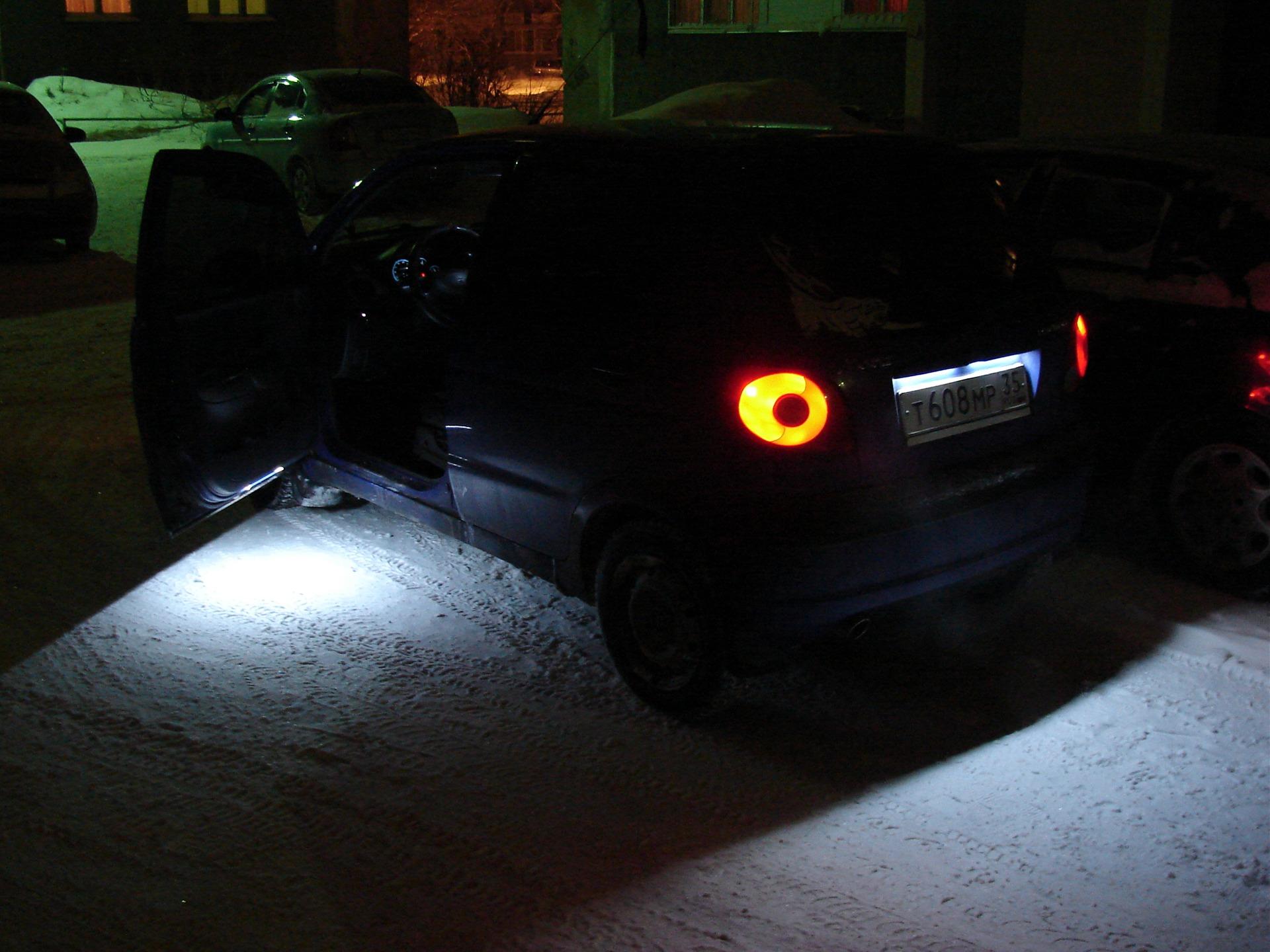 Подсветка дверей автомобиля