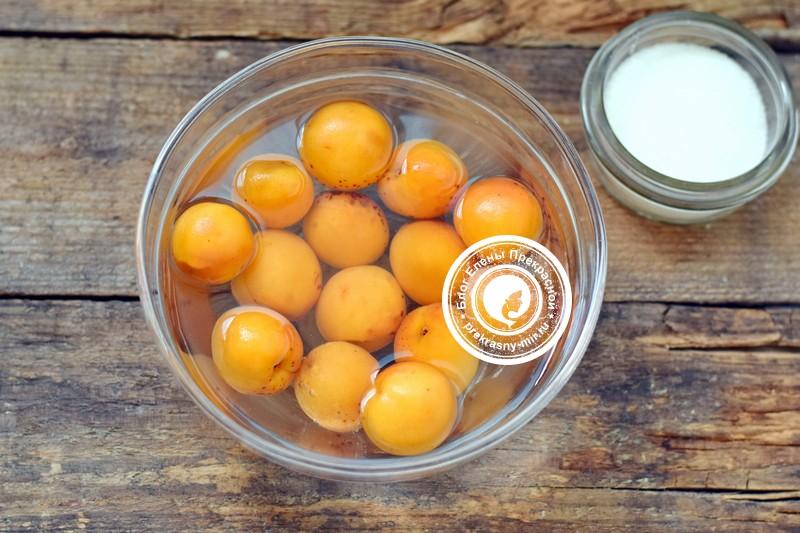 Введение прикорма: абрикосовое пюре