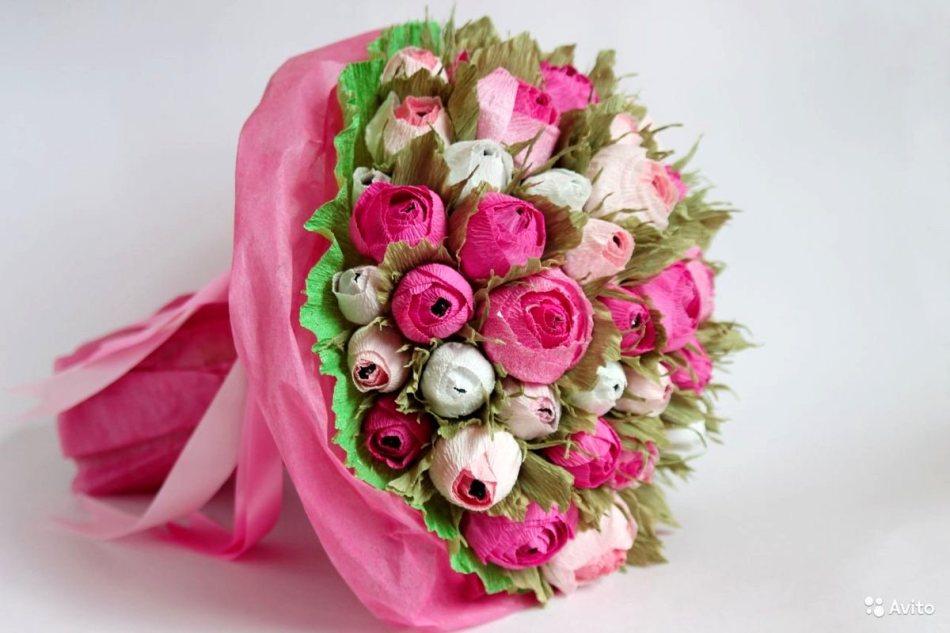 Как сделать красивую розу и бутон розы из гофрированной бумаги с конфетами и без конфет своими руками