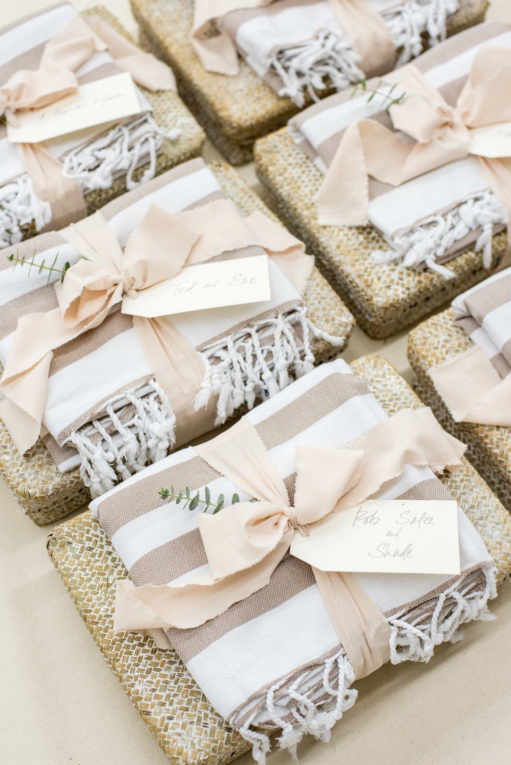 29 беспроигрышных подарков на свадьбу - лайфхакер