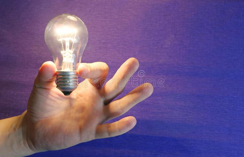 Зажигаем лампочку… в руках!