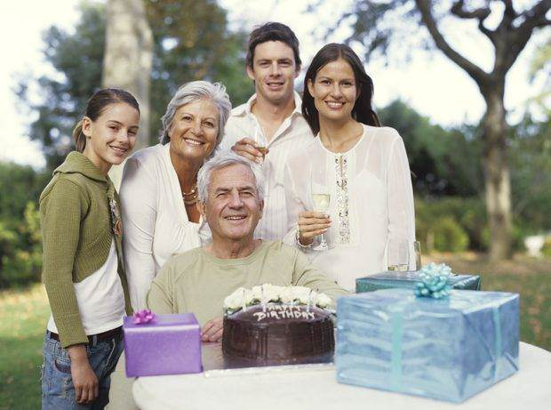 Что подарить родителям на день рождения, новый год, годовщину свадьбы - 68 фото идей интересных подарков