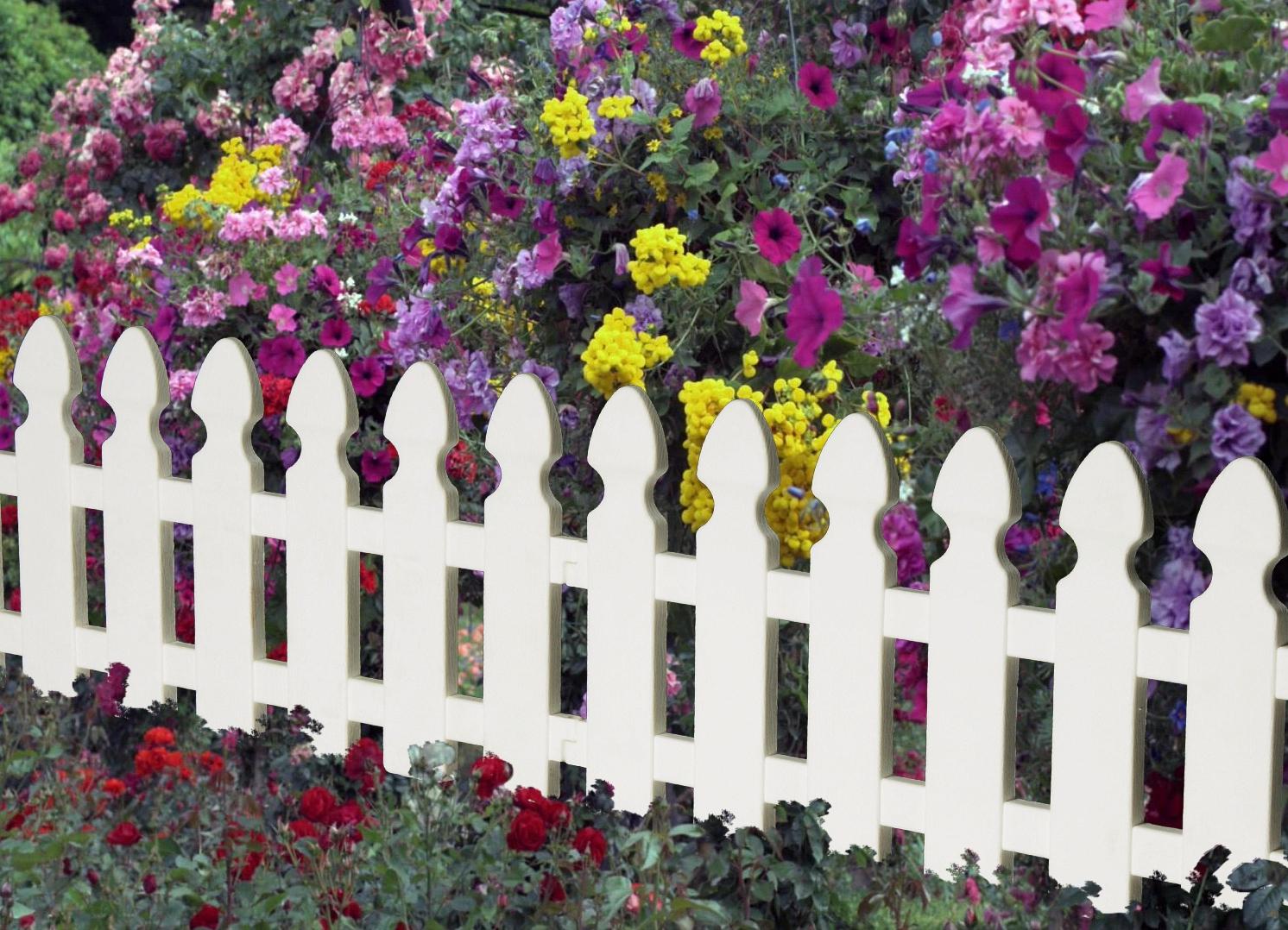 Как украсить забор из профнастила с внутренней стороны: оформление цветами, декор деревянного забора  - 26 фото