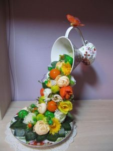 Вторая жизнь разбитых кружек и тарелок: 10 необычных идей, которые пригодятся в декоре и по хозяйству