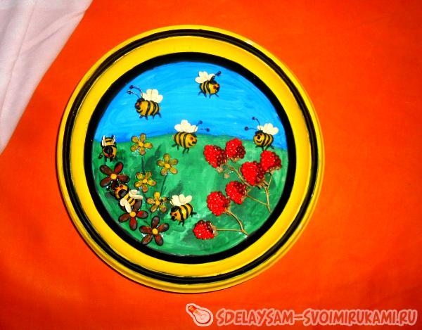 Пчелы в саду | сад благоприятный для пчел | полезная роль пчел