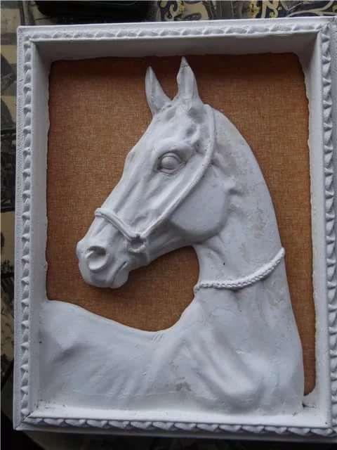 Изображение лошади: самые благородные животные в интерьере