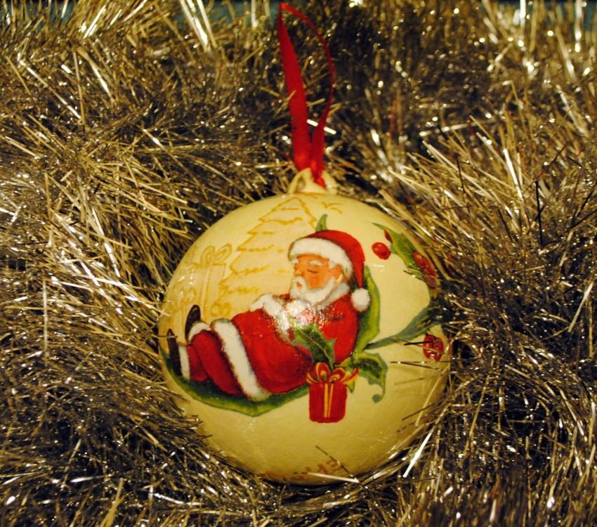 Декупаж новогоднего шара